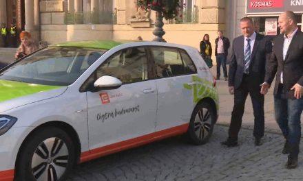 Město si půjčilo na testování elektromobil