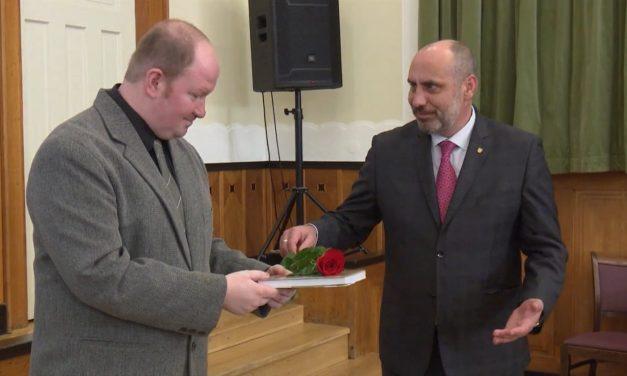 Primátor pokřtil knihu o životě v Prostějově ve 20.století
