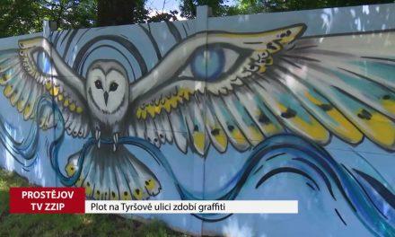 Plot na Tyršově ulici zdobí graffiti