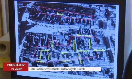 Jan Lázna staví model židovských uliček
