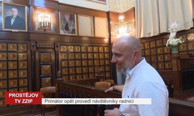 Primátor opět provedl návštěvníky radnicí