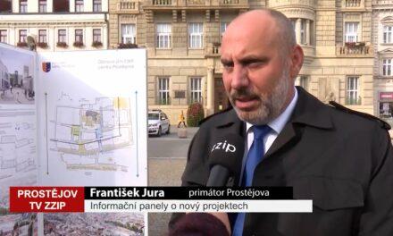 Panely před radnicí informují o nový projektech